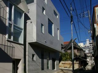 House I Case in stile minimalista di 森吉直剛アトリエ/MORIYOSHI NAOTAKE ATELIER ARCHITECTS Minimalista