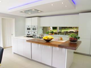 Matt White and Cashmere Design Nhà bếp phong cách hiện đại bởi PTC Kitchens Hiện đại