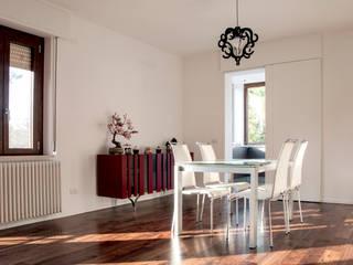 La sala da pranzo: Sala da pranzo in stile in stile Moderno di medeaa Marchetti e De Luca Architetti Associati