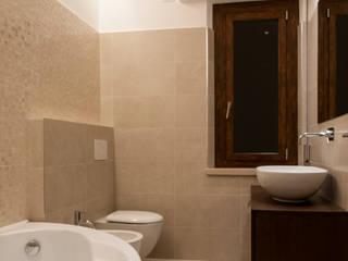 Un bagno: Bagno in stile in stile Moderno di medeaa Marchetti e De Luca Architetti Associati
