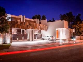Casas estilo moderno: ideas, arquitectura e imágenes de GRUPO VOLTA Moderno