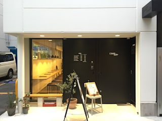 エントランス: 前見建築計画一級建築士事務所(Fuminori MAEMI architect office)が手掛けた商業空間です。
