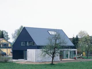 Ansicht Nord West: skandinavische Häuser von Bohn Architekten GbR