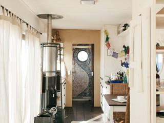 Energieautark leben im Wohnwagon:  Wohnzimmer von Wohnwagon