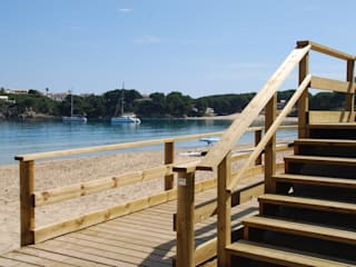 Pasillos, halls y escaleras mediterráneos de Fitor Forestal SL Mediterráneo