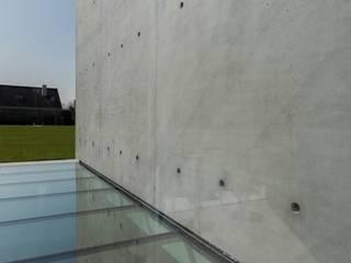 Nhà phong cách tối giản bởi pluspunt architectuur Tối giản