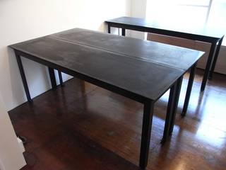 モルタルのテーブル(羊羹): 前見建築計画一級建築士事務所(Fuminori MAEMI architect office)が手掛けたです。