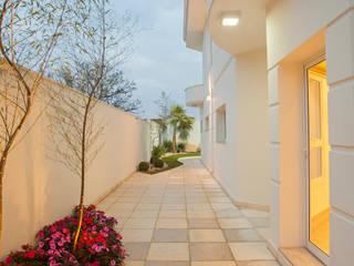 Garden by Designer de Interiores e Paisagista Iara Kílaris,