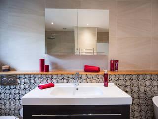 Baños de estilo  por Raycross Interiors