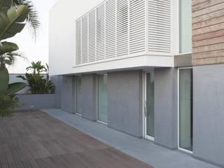 C HOUSE:  in stile  di BDFARCHITETTI