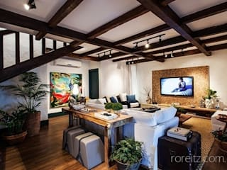 Beach Front Harbor: Salas de estar  por Juliana Pippi Arquitetura & Design