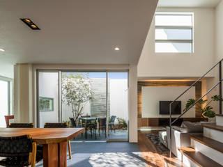 株式会社細川建築デザイン Salas de estar modernas