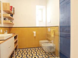 Il bagno Bagno moderno di studio magna Moderno