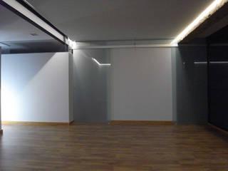 Vivienda Linterna Comedores de estilo minimalista de ZimmeR designer Minimalista
