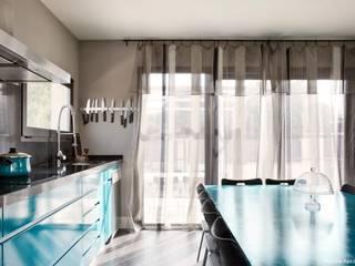 Cocinas de estilo moderno por AREA FENG SHUI │Arquitectura Feng Shui