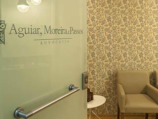 Oficinas de estilo moderno por Fadel Arquitetura