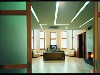 Studio B&L Minimalist corridor, hallway & stairs