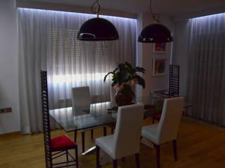 Intercomunicación. Reforma de vivienda. Comedores de estilo moderno de ZimmeR designer Moderno