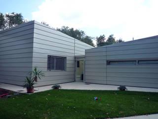 Casa Cataldo Case moderne di raffaele iandolo architetto Moderno