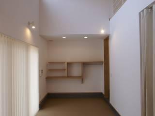 Sala multimediale in stile  di 伊達剛建築設計事務所