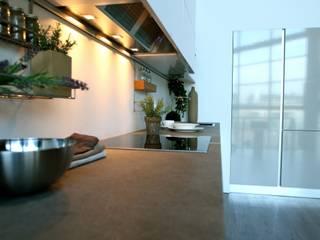 Cocinas nuevas a medida en Barcelona de TPC Instalación de cocinas en Parets del Vallès Minimalista