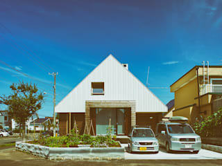 Modern houses by 石塚和彦アトリエ一級建築士事務所 Modern