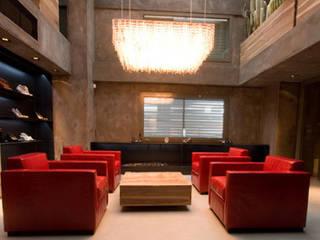 Espacios comerciales de estilo industrial de Brizzi+Riefenstahl Studio Industrial