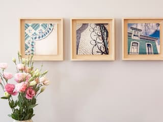 Tiles Pictures - Port Art: Sala de estar  por Home Staging Factory