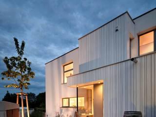 Ansicht Nord - Eingangssituation Moderne Häuser von illichmann-architecture Modern