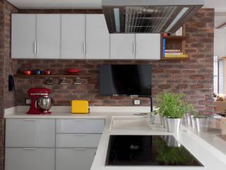 Apartamento Bossa: Cozinhas  por Juliana Pippi Arquitetura & Design