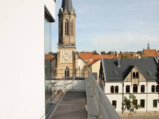 umlaufende Terrasse: moderne Häuser von Seidel+Architekten
