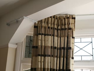Curtains around complicated bay de Alf Onnie