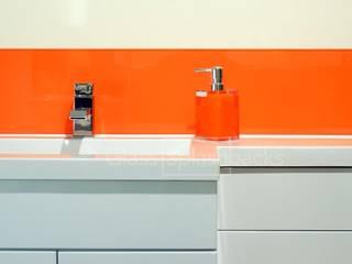 Glass Splashbacks in Bathrooms Moderne Badezimmer von DIYSPLASHBACKS Modern
