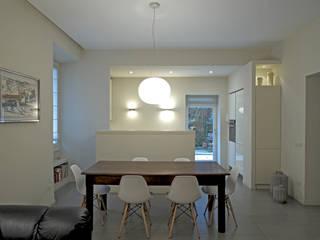 """Soggiorno """"open space"""": Sala da pranzo in stile in stile Moderno di lastArch - lattanzistatellaArchitetti"""