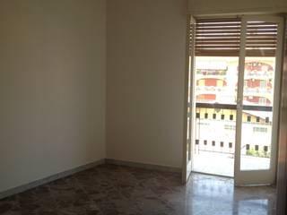 Camera da letto PRIMA:  in stile  di Puglia Home Staging