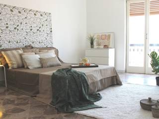 Camera da letto DOPO:  in stile  di Puglia Home Staging