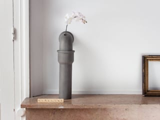 PIPELINE / Soliflore béton:  de style  par Bertrand Jayr