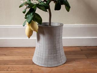 NUCLEAR PLANT / Pot de fleurs béton T2:  de style  par Bertrand Jayr