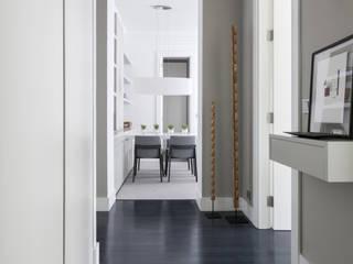 VIENDA CENTRO BILBAO Pasillos, vestíbulos y escaleras de estilo ecléctico de SILVIA REGUERA INTERIORISMO Ecléctico