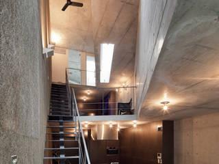 Столовая комната в стиле минимализм от プライム建築都市研究所 Минимализм