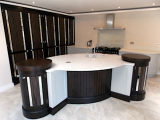Curved Kitchen Dublin: eclectic  by Designer Kitchen by Morgan, Eclectic