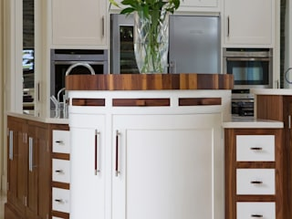 Walnut and Ivory Kitchen Banbridge: eclectic  by Designer Kitchen by Morgan, Eclectic