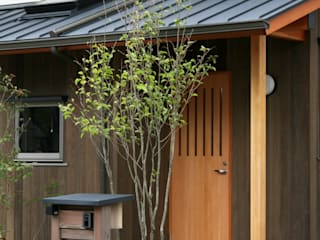 玄関ポーチ オリジナルな 家 の 瀧田建築設計事務所 オリジナル