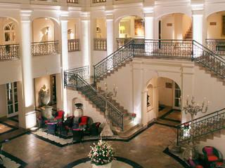 Detalles Hall hotel Villa Padierna *****:  de estilo  de FUENTEDECOR