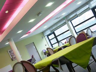 Le restaurant: Hôpitaux de style  par CABINET AERTS