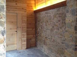Reforma refugio de montaña Paredes y suelos de estilo rural de Estilpro S.L. Rural