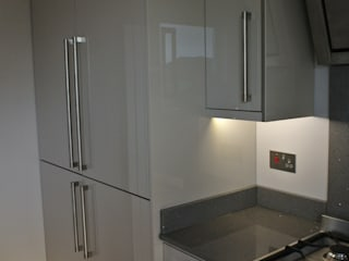 Ultra Gloss Cashmere Cucina Glasgow, City Centre, Scotland Dapur Modern Oleh Glenlith Interiors (Scotland) Ltd Modern