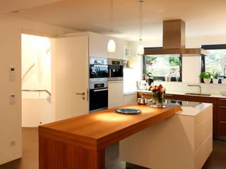 Villa bei München:  Küche von Büro für Innenarchitektur Heike Enke,Modern