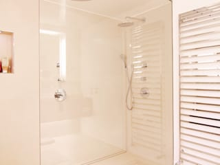 Villa bei München:  Badezimmer von Büro für Innenarchitektur Heike Enke,Modern