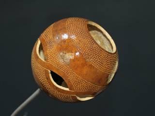 lampe calebasse,réalisation métal par les zilluminés de la calebasse Éclectique